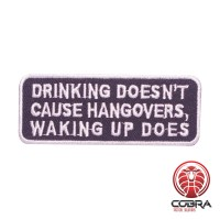 Drinking doesn't cause hangovers, waking up does geborduurde patch | Strijkpatches | Military Airsoft