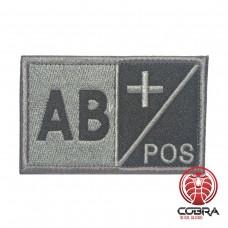 AB+ POS Bloedgroep Zwart Grijs Geborduurde Militaire Patch met Velcro