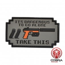It is dangerous to go alone Pistol militaire PVC Patch met klittenband
