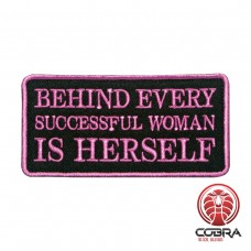 Behind Every successfull woman is herself Geborduurde militaire Patch met klittenband