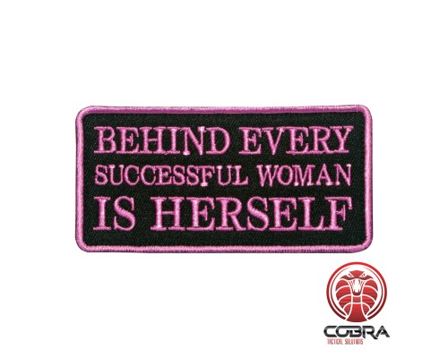 Behind Every successfull woman is herself Geborduurde militaire Patch met klittenband
